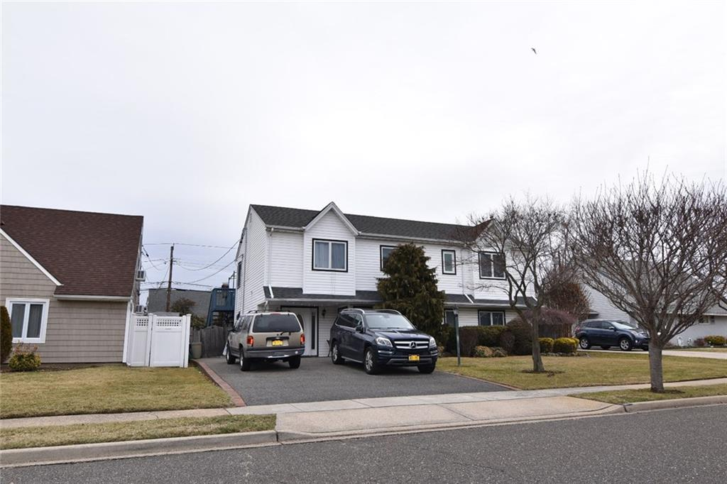 86 Weaving Lane Out of NYC Wantagh NY 11793