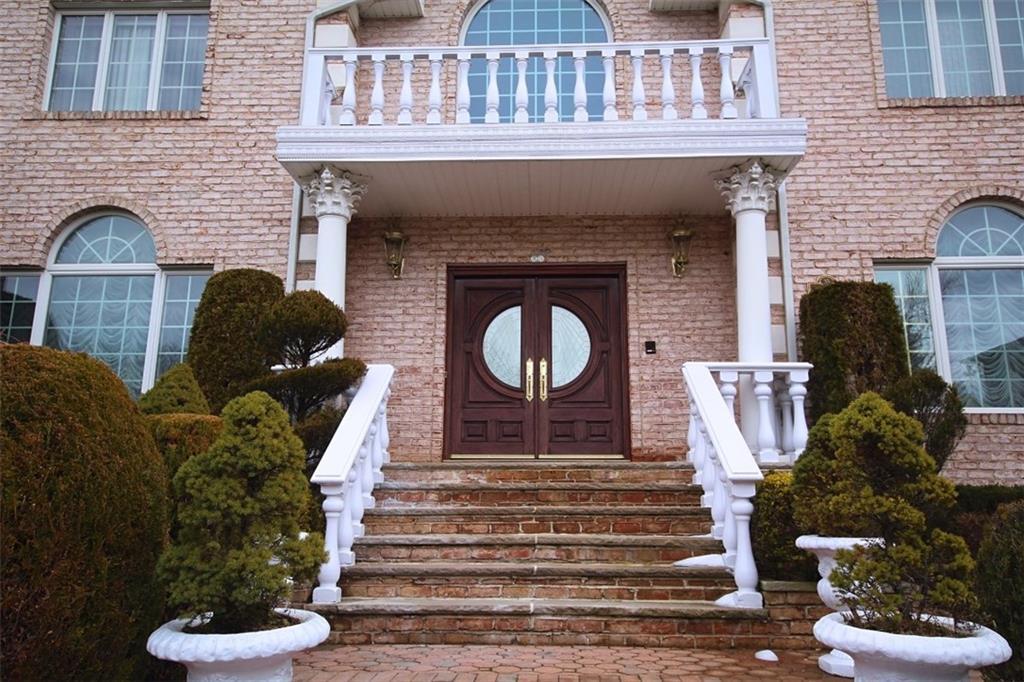 35 Arbor Court  Staten  Island NY 10301